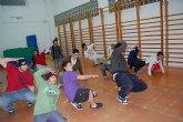Una quincena de jóvenes asisten a un curso de Brake Dance