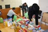 Cáritas ha recibido cerca de 200 kilos de comida y 70 litros de leche, aceite y productos de higiene