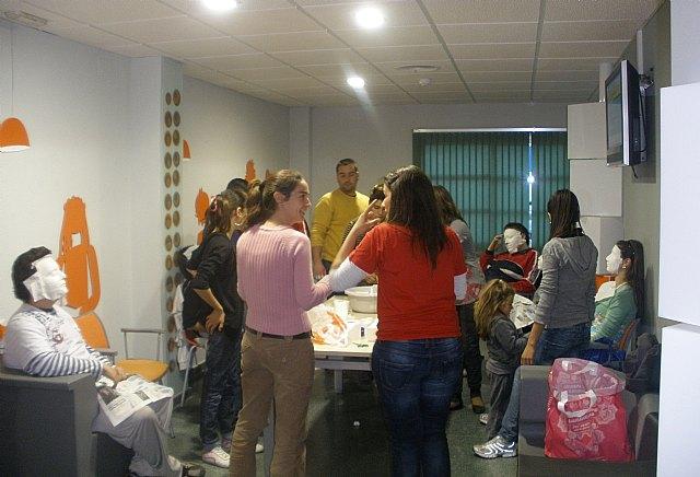 El Espacio Joven de Puerto Lumbreras organiza un Taller de Máscaras coincidiendo con la llegada del Carnaval - 1, Foto 1