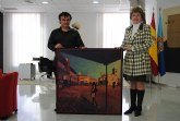 El pintor Javier Lorente dona un cuadro al Ayuntamiento