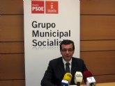 Vecinos de Los Martínez, Corvera y Valladolises no han visto cumplida ninguna promesa sobre los beneficios de la construcción del aeropuerto, según el PSOE