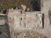 La primera fase de excavaciones del castillo de Lorca descubre estructuras domésticas bajomedievales del extremo norte del entramado urbano de la judería