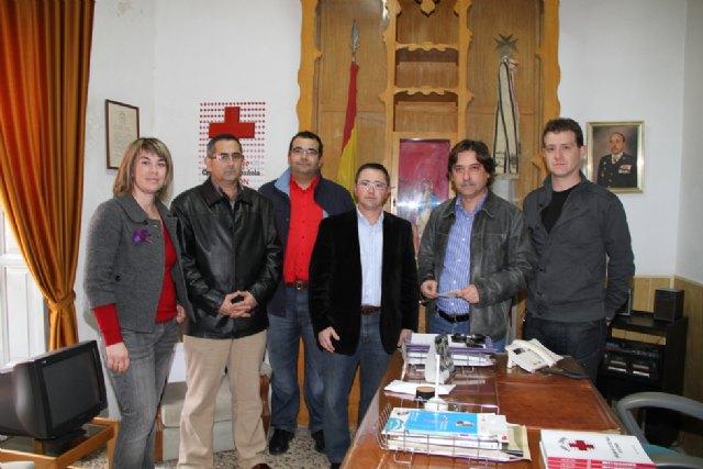Los concejales del PSOE de La Unión entregan a Cruz Roja sus retribuciones de febrero para ayuda a Haití - 1, Foto 1