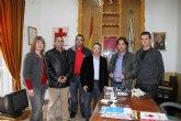 Los concejales del PSOE de La Unión entregan a Cruz Roja sus retribuciones de febrero para ayuda a Haití