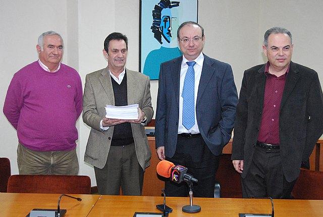 Alhama entrega más de 5000 firmas en defensa del trasvase, Foto 1