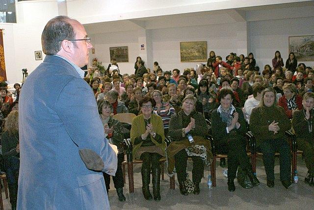 Más de un centenar de mujeres lumbrerenses participan junto al Alcalde en la iniciativa 'Hablamos con mujeres' - 1, Foto 1