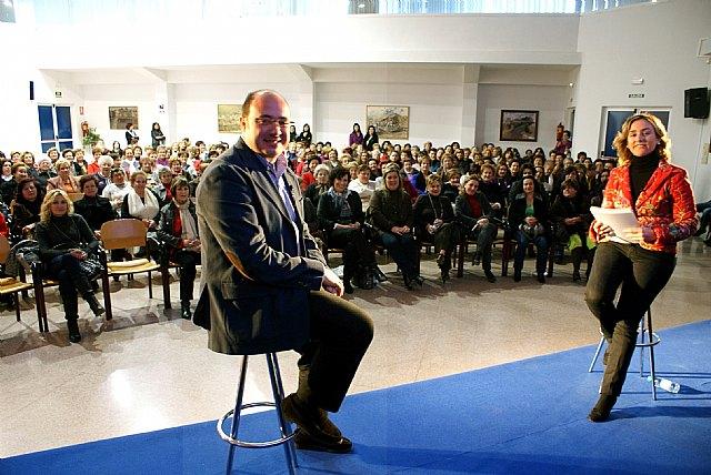 Más de un centenar de mujeres lumbrerenses participan junto al Alcalde en la iniciativa 'Hablamos con mujeres' - 2, Foto 2