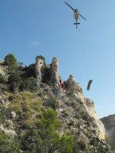 La Comunidad rehabilita el camino principal de la solana de la Sierra de Ricote y asegura el talud para evitar nuevos desprendimientos