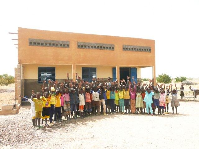 El Ayuntamiento de Alhama colabora en el proyecto  de la construcción de una escuela en Burkina Faso, Foto 1
