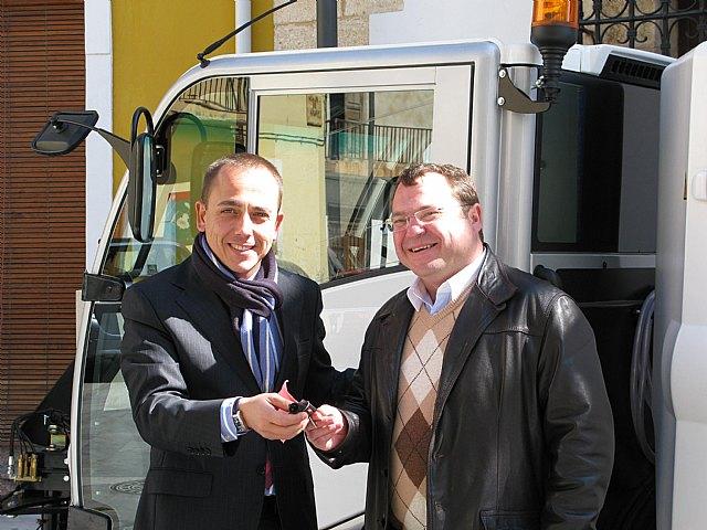 Agricultura entrega una barredora-aspiradora al Ayuntamiento de Ricote - 1, Foto 1