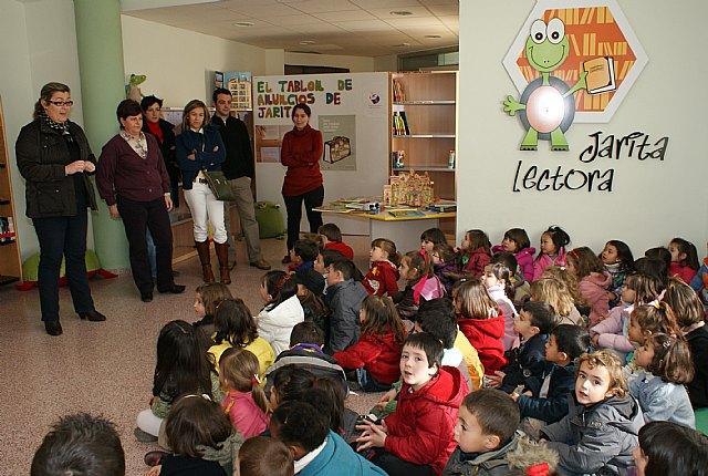 La concejalía de Educación promueve un programa de visitas guiadas a la Biblioteca Municipal para explicar los nuevos servicios - 1, Foto 1