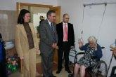 El delegado del Gobierno en Murcia entrega decodificadores de TDT  a los residentes del Palmeral de Los Alcázares