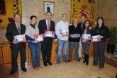 El delegado del Gobierno en Murcia entrega decodificadores de TDT a ancianos de 3 residencias de la Regi�n