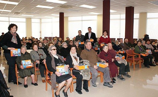 El Ayuntamiento hace entrega de más de un centenar de decodificadores de TDT a personas mayores y dependientes - 1, Foto 1