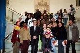 Las personas participantes en el programa sociocultural de la mujer inmigrante visitaron el ayuntamiento