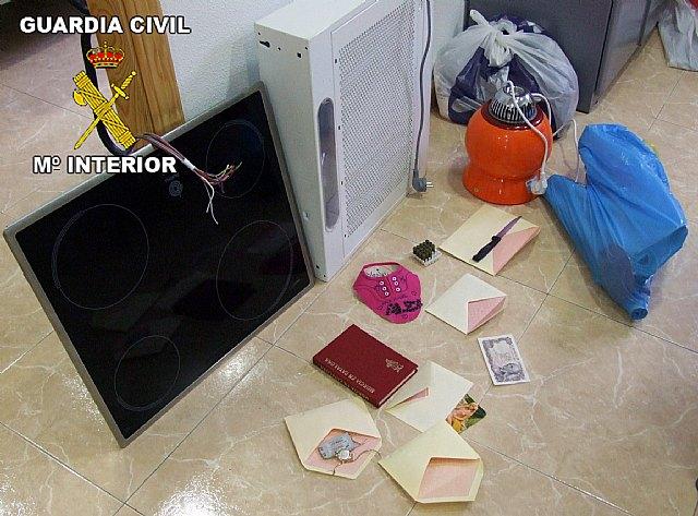 La Guardia Civil detiene a los tres integrantes de un grupo delictivo dedicado a la comisión de robos, Foto 2