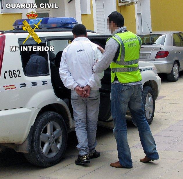 La Guardia Civil detiene a tres personas y esclarece un nuevo robo con fuerza en Alhama, Foto 1