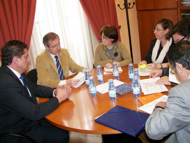 Reunión del Alcalde y la Directora de Vivienda para tratar la construcción de nuevas viviendas de promoción pública para jóvenes y de tipo social - 1, Foto 1