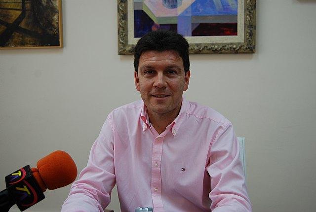 El Ayuntamiento de Alhama de Murcia va a acoplar desfibriladores en las instalaciones deportivas del municipio, Foto 1