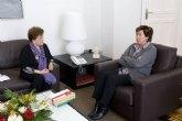La alcaldesa con María Cascales, próxima Hija Predilecta de la ciudad