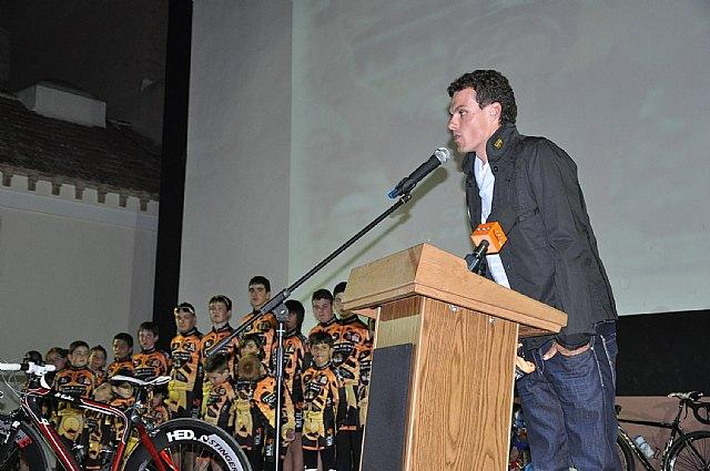 El ciclista muleño Luis León Sánchez preside la presentación de la Escuela de Ciclismo Sun&Racing Mula - 3, Foto 3