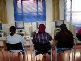 El ayuntamiento organiza cuatro cursos de iniciación a la informática y word para personas inmigrantes