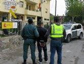 La Guardia Civil detiene a una persona dedicaba a cometer robos por el método 'tirón' en Murcia y Santomera