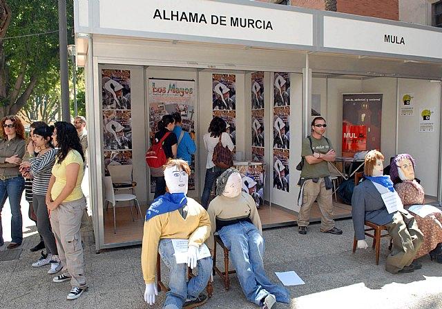 Las fiestas de la Facultad de Letras comienzan con un mercadillo solidario y los tambores de Mula - 2, Foto 2