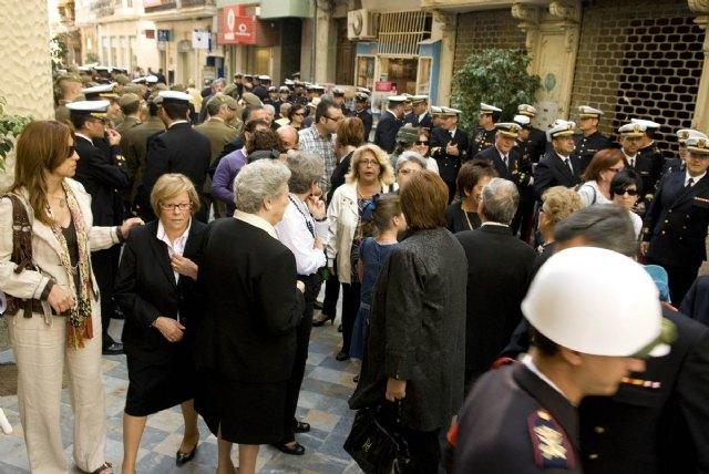 La alcaldesa y los portavoces municipales asisten a la misa en honor de los marinos fallecidos en Haití - 1, Foto 1
