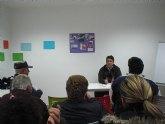 El concejal de Bienestar Social se reúne con los vecinos de las viviendas sociales de la calle Argentina