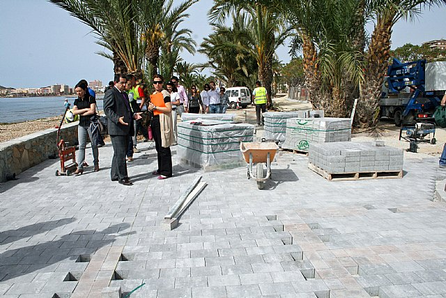 Obras Públicas construye un carril bici en los paseos marítimos del Puerto de Mazarrón - 1, Foto 1