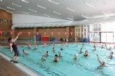 La piscina del Complejo Europa se ha convertido esta mañana en el escenario de una jornada de aquagym