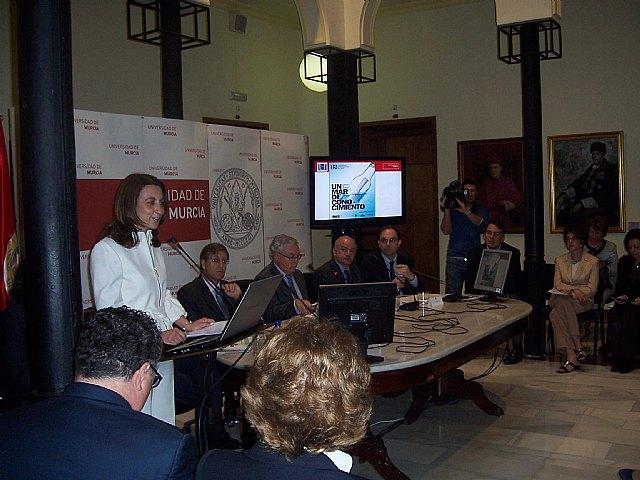 La concejal de Educaci�n asiste a la presentaci�n de las acciones formativas de la Universidad del Mar, Foto 1