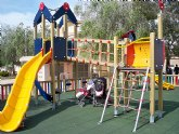 Las plazas del municipio cuentan con nuevos juegos infantiles