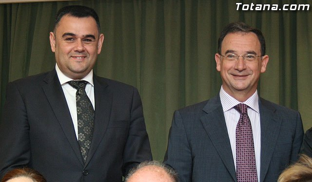 El alcalde de Totana y el consejero de Pol�tica Social, Mujer e Inmigraci�n firman un convenio de colaboraci�n por un importe de 175.245 euros, Foto 1