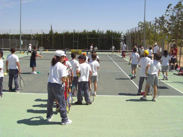 El Colegio Reina Sof�a visita el Club de Tenis Totana, Foto 2