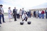 Blaya y Sotoca ponen la primera piedra del nuevo colegio de Puerto de Mazarr�n