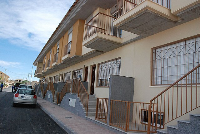 Proinvitosa invita a los j�venes de El Paret�n y de la localidad a conocer las 8 viviendas tipo d�plex que la sociedad municipal ha construido en la pedan�a, en una jornada de puertas abiertas, Foto 1