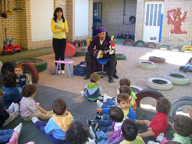 Un cuenta cuentos acerca a los niños de las Escuelas Infantiles el principio de igualdad entre hombres y mujeres, Foto 4