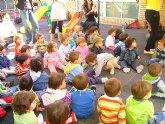 Un cuenta cuentos acerca a los niños de las Escuelas Infantiles el principio de igualdad entre hombres y mujeres