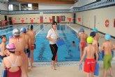 Más de 200 escolares lumbrerenses cierran los cursos de natación en las piscinas del Complejo Deportivo Municipal