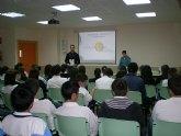 Más de 60 jóvenes del colegio La Milagrosa  participan en el taller sobre voluntariado