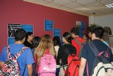 Servicios Sociales lleva una exposición sobre cultura gitana a la biblioteca municipal