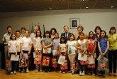 Los ganadores del concurso de la campaña 'Crece en Seguridad' recogen sus premios