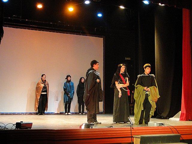 El IES Prado Mayor de Totana asiste a la muestra de teatro escolar en Caravaca, Foto 2