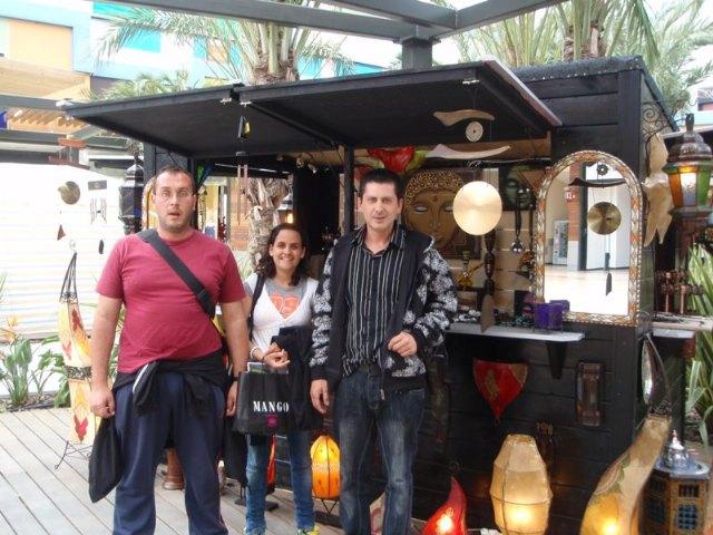 Los usuarios y profesionales del SAP visitan un centro comercial de Lorca, Foto 1