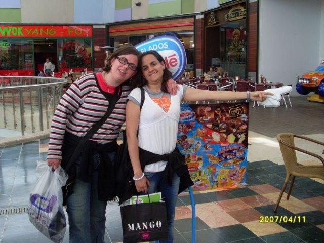 Los usuarios y profesionales del SAP visitan un centro comercial de Lorca, Foto 2