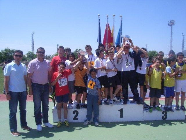 Los equipos de los centros educativos San Jos� y Reina Sof�a participan en la final regional escolar de atlestimso, Foto 1