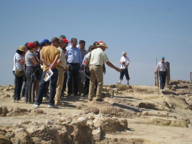 Gran participación en la Visita Guiada al Yacimiento del Cerro del Castillo, Foto 4