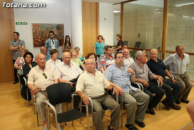 Más de 200 usuarios del Centro Municipal de Personas Mayores de la localidad reciben los diplomas - 7